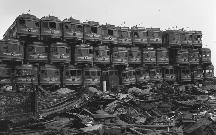 1024px-Pacific-Electric-Red-Cars-Awaiting-Destruction