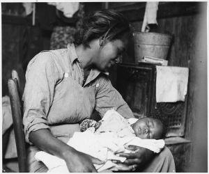 920px-Near_Buckeye,_Maricopa_County,_Arizona._Migrant_(African-American)_cotton_picker_and_her_baby._-_NARA_-_522540