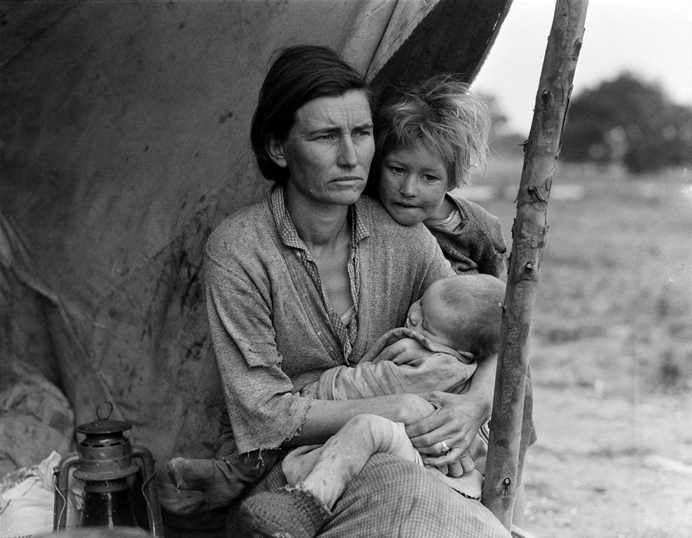 988px-Migrant_Mother,_alternative_version_(LOC_fsa.8b29523)