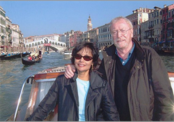 Shakira_and_Michael_Caine_in_Venice