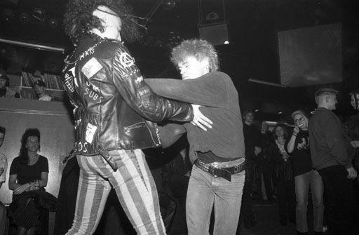 Punker beim Slamdance im Tanzcafe LiBell