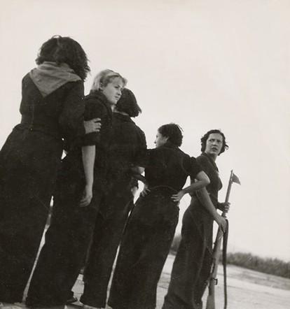 Milicianas_em_1936_por_Gerda_Taro